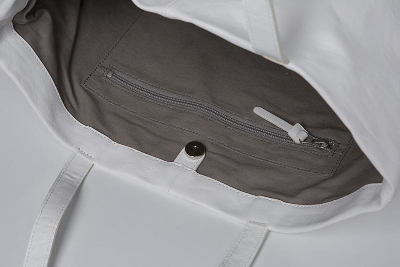 内装3ポケット、1ファスナー付きポケット